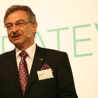 Prof. Dieter Kempf bei der Begrüßung